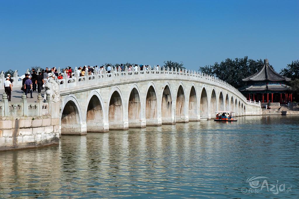 Most siedemnastu przęseł, Letni Pałac