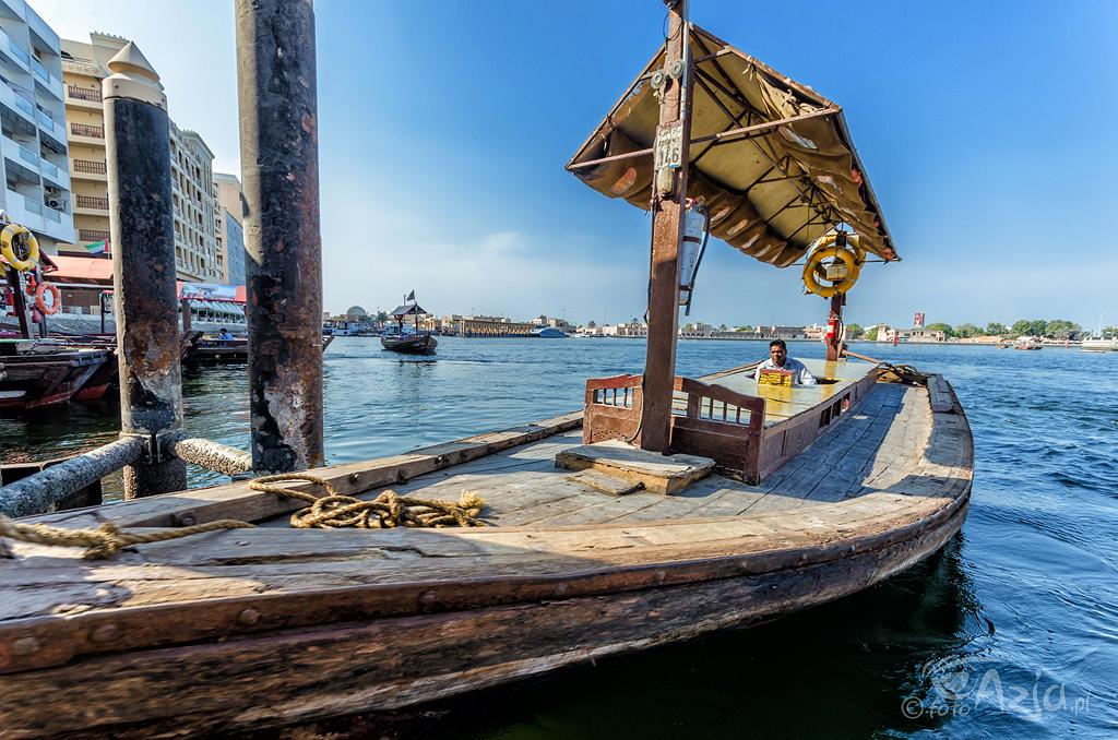 Abra - tradycyjne drwniane promy pływające po Dubai Creek