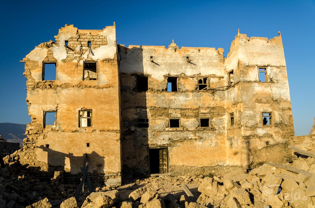 Ruiny budynków w stylu jemeńskim