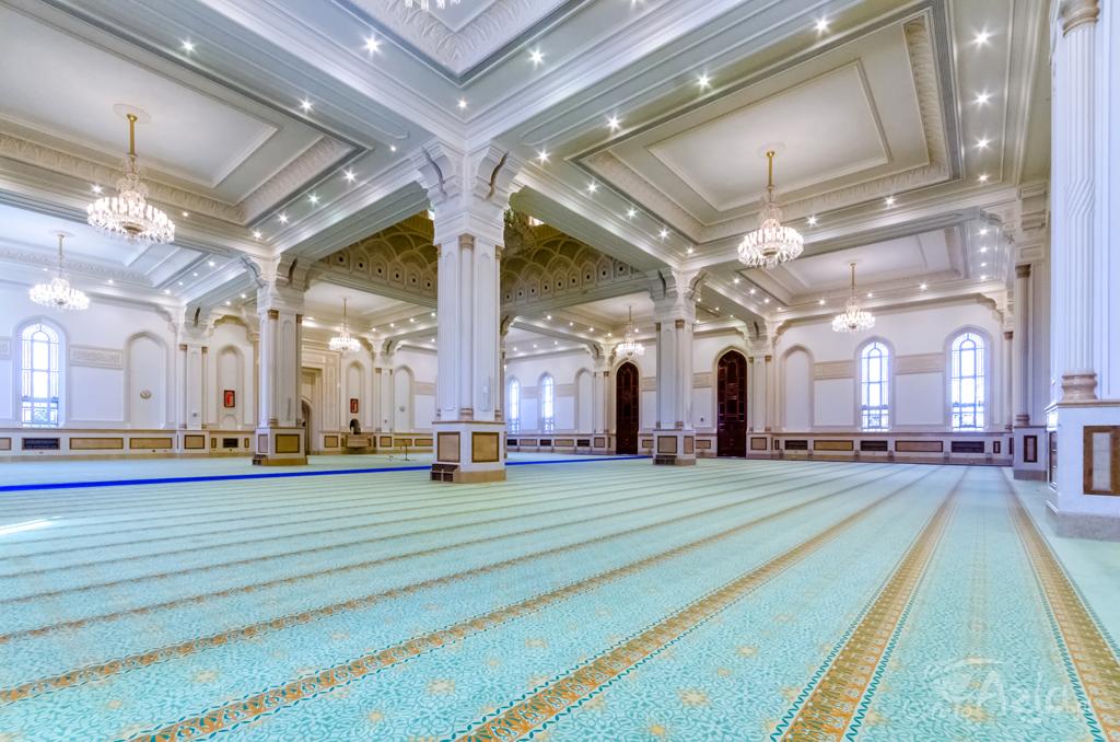 Główna sala meczetu Sułtana Kabusa