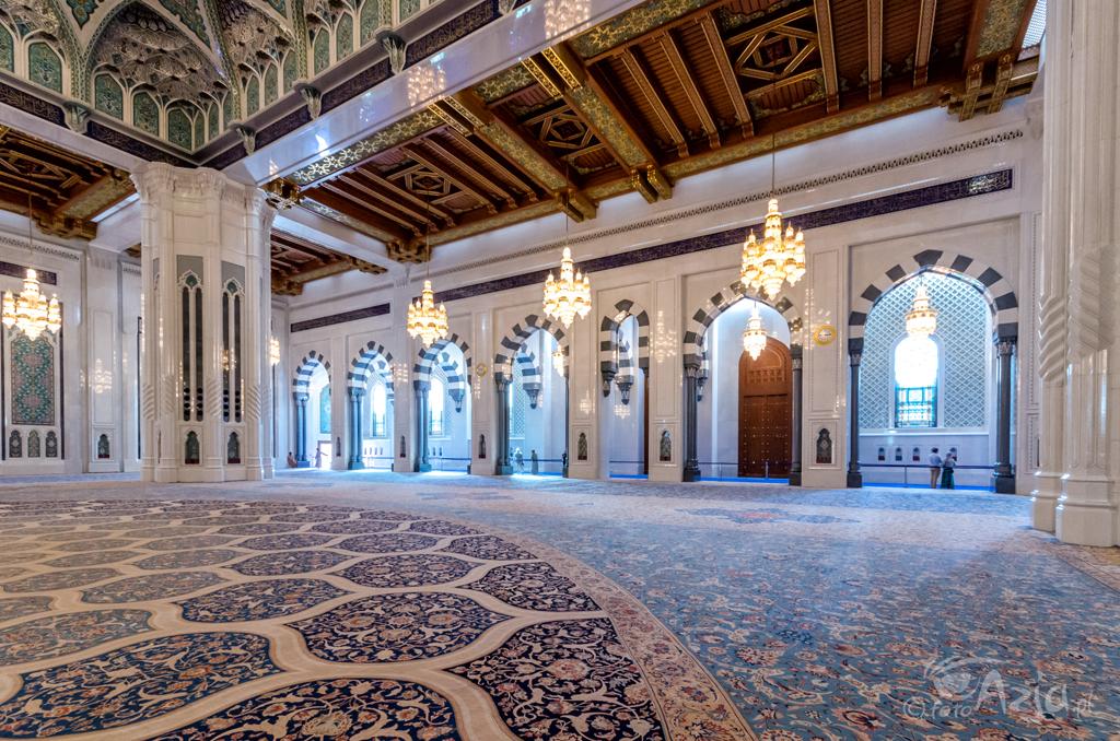 Główna sala Wielkiego Meczetu Sułtana Kabusa