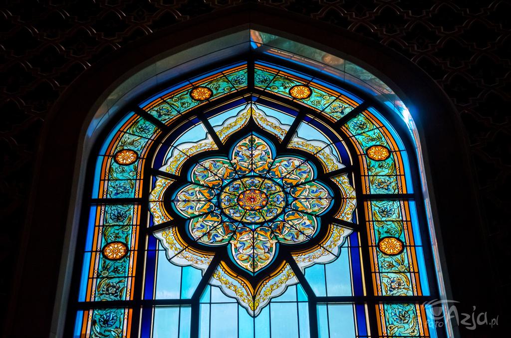 Wnętrze Wielkiego Meczetu Sułtana Kabusa